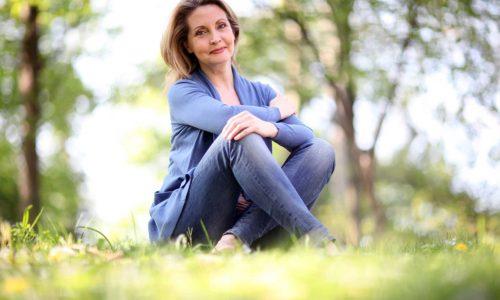 Suchość pochwy w okresie menopauzy – jak sobie z nią radzić?